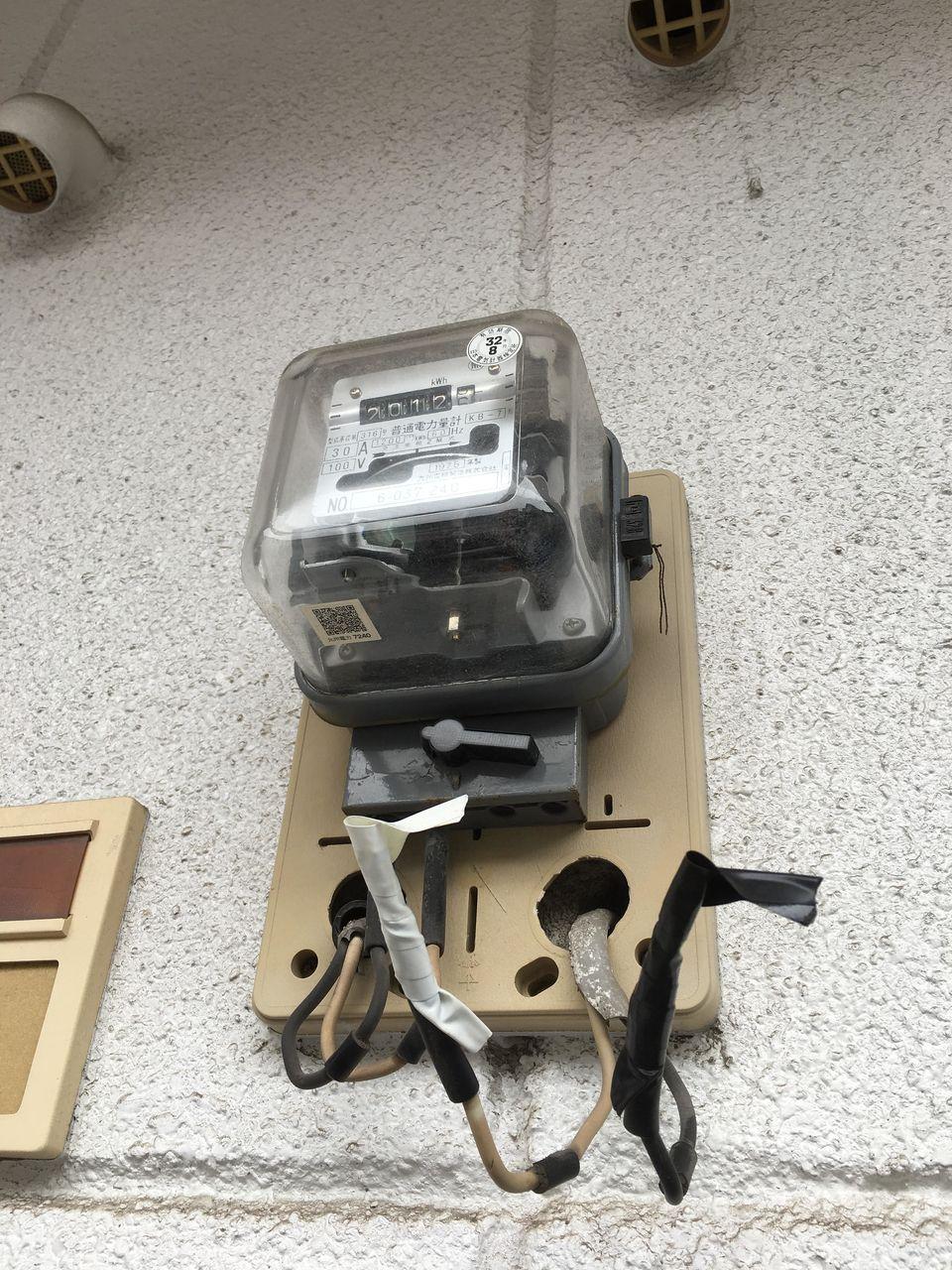 賃貸物件で電気メーターが切られてる写真